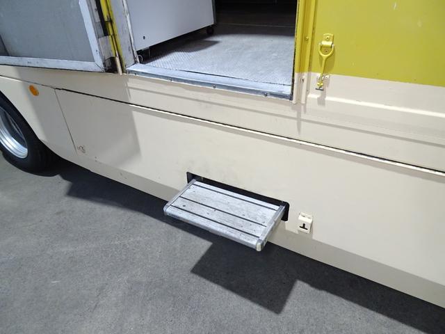移動販売車 キッチンカー 加工車登録 跳ね上げ扉 シンク 作業台 カウンター外テーブル 車輌総重量3,685Kg スムーサー 2ペダル NOx・PM適合 フードトラック ケータリングカー(29枚目)