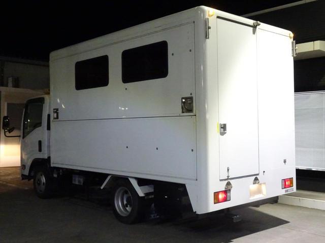水洗トイレ・壁掛け32型TV・エアコン・冷蔵庫・照明器具・ガソリン発電機・外部100V電源対応