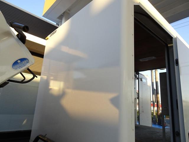 パートタイム4WD 垂直パワーゲート ゲート能力600Kg 左サイドスライドドア ディーゼルターボ 積載1.3t 車両総重量4,945Kg 5MT・3ペダル NOx・PM適合 実走行 整備記録簿有り(16枚目)