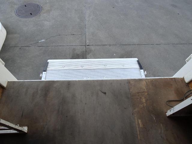 パートタイム4WD 垂直パワーゲート ゲート能力600Kg 左サイドスライドドア ディーゼルターボ 積載1.3t 車両総重量4,945Kg 5MT・3ペダル NOx・PM適合 実走行 整備記録簿有り(46枚目)