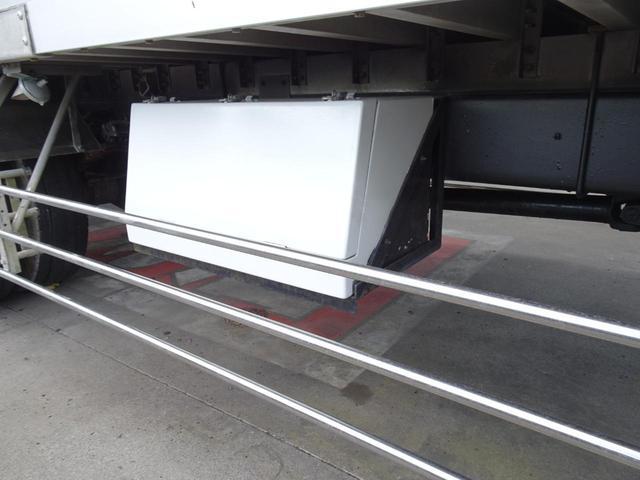 車体右側面 FRP工具箱
