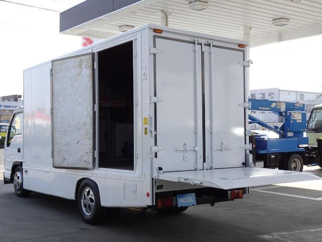荷台発電機搭載 パネルバン 新明和すいちょくゲート 最大昇降荷重600Kg 左サイドドア 荷台エアコン・換気扇 実走行 荷台床鉄板張り 記録簿有り 5MT・3ペダル NOx・PM適合(17枚目)