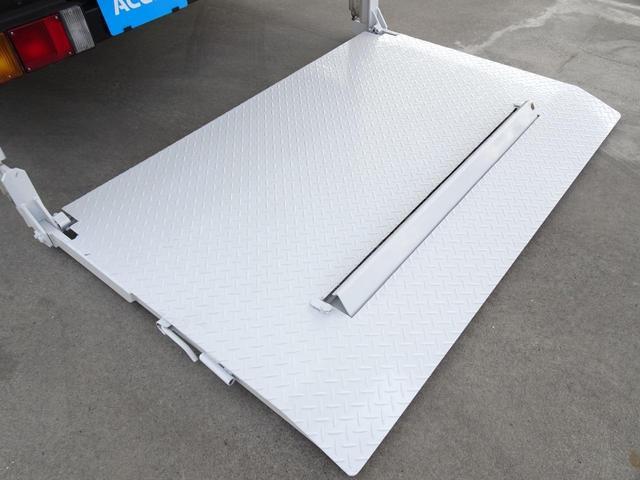 荷台発電機搭載 パネルバン 新明和すいちょくゲート 最大昇降荷重600Kg 左サイドドア 荷台エアコン・換気扇 実走行 荷台床鉄板張り 記録簿有り 5MT・3ペダル NOx・PM適合(23枚目)