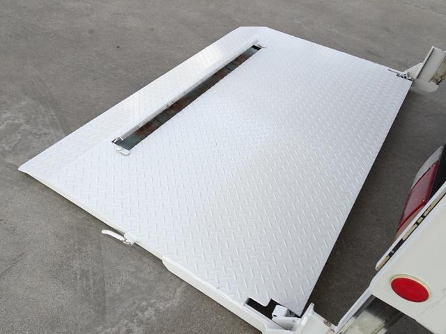 荷台発電機搭載 パネルバン 新明和すいちょくゲート 最大昇降荷重600Kg 左サイドドア 荷台エアコン・換気扇 実走行 荷台床鉄板張り 記録簿有り 5MT・3ペダル NOx・PM適合(24枚目)