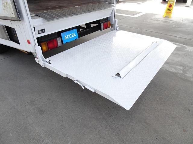 荷台発電機搭載 パネルバン 新明和すいちょくゲート 最大昇降荷重600Kg 左サイドドア 荷台エアコン・換気扇 実走行 荷台床鉄板張り 記録簿有り 5MT・3ペダル NOx・PM適合(25枚目)