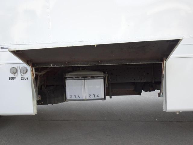 荷台発電機搭載 パネルバン 新明和すいちょくゲート 最大昇降荷重600Kg 左サイドドア 荷台エアコン・換気扇 実走行 荷台床鉄板張り 記録簿有り 5MT・3ペダル NOx・PM適合(31枚目)