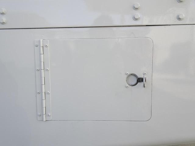 荷台発電機搭載 パネルバン 新明和すいちょくゲート 最大昇降荷重600Kg 左サイドドア 荷台エアコン・換気扇 実走行 荷台床鉄板張り 記録簿有り 5MT・3ペダル NOx・PM適合(34枚目)
