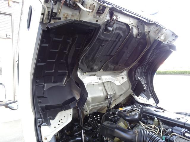荷台発電機搭載 パネルバン 新明和すいちょくゲート 最大昇降荷重600Kg 左サイドドア 荷台エアコン・換気扇 実走行 荷台床鉄板張り 記録簿有り 5MT・3ペダル NOx・PM適合(43枚目)