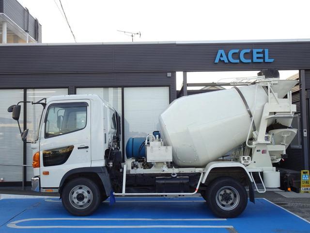 初度登録年月:平成22年2月 型式:BKG-FC7JCYA 原動機の型式:J07E 210馬力 車体の形状:コンクリートミキサー車 乗車定員:2人 NOx・PM適合