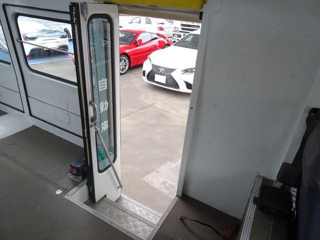 ウォークスルーバン 移動販売車 キッチンカー キャンピング 事務室車 ベース車 左自動ドア 左右跳ね上げ扉 天窓 FF軽油ヒーター リア収納階段 記録簿有り 5MT NOx・PM非適合(33枚目)