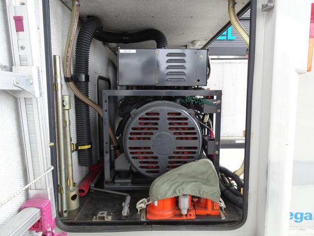 車体荷台後方 クボタV2203 ディーゼル発電機搭載 アワメータ2672h