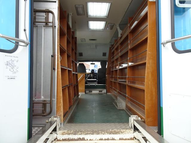 元図書館車 ウォークスルーバン ベース車 移動販売車 キッチンカー キャンピング 事務室車 左折戸ドア 天窓 FFヒーター 車載拡声器 リア車椅子リフト 常時バックカメラ 5MT NOx・PM適合(45枚目)
