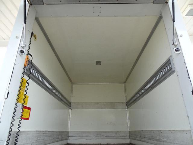 荷台長さ311cm×幅172cm×高さ177cm 荷台床面地上高77cm