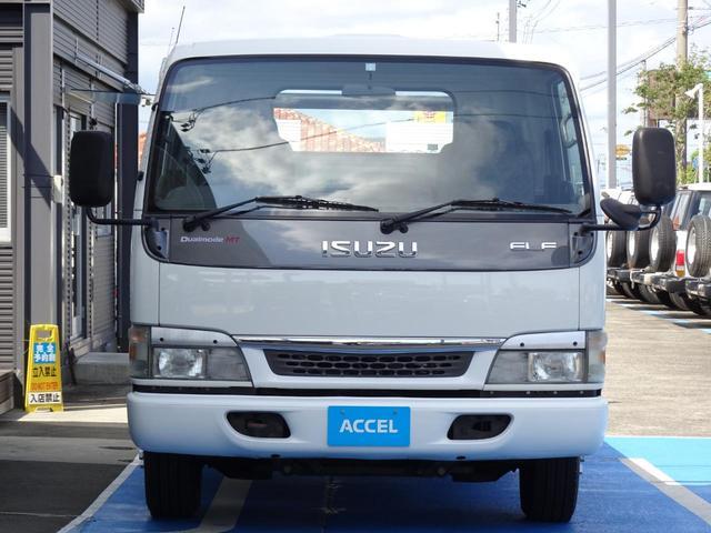 積載車 キャリアカー 最大積載2t ユニックUC-33ERR 荷台長さ572cm・幅205cm ラジコン付き 荷台ウインチ 6MT・3ペダル セーフティーローダー NOx・PM適合(12枚目)