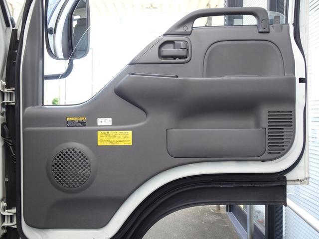 積載車 キャリアカー 最大積載2t ユニックUC-33ERR 荷台長さ572cm・幅205cm ラジコン付き 荷台ウインチ 6MT・3ペダル セーフティーローダー NOx・PM適合(36枚目)
