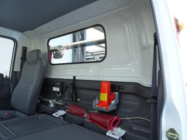 積載車 キャリアカー 最大積載2t ユニックUC-33ERR 荷台長さ572cm・幅205cm ラジコン付き 荷台ウインチ 6MT・3ペダル セーフティーローダー NOx・PM適合(49枚目)