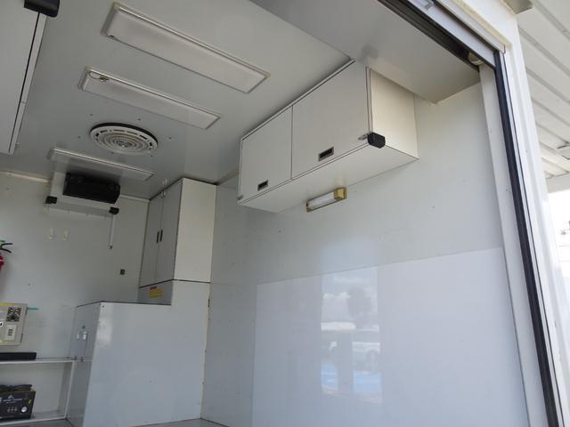 パネルバン フルタイム4WD 積載1,850Kg 1ナンバー AT車 原動機4M50 ディーゼルターボ 左サイドドア リア電動シャッタードア サイドオーニング 換気扇 ホンダガソリン発電機(23枚目)
