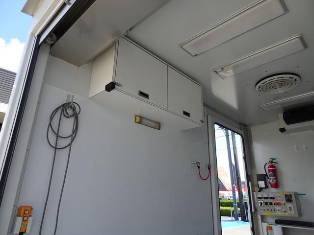 パネルバン フルタイム4WD 積載1,850Kg 1ナンバー AT車 原動機4M50 ディーゼルターボ 左サイドドア リア電動シャッタードア サイドオーニング 換気扇 ホンダガソリン発電機(24枚目)