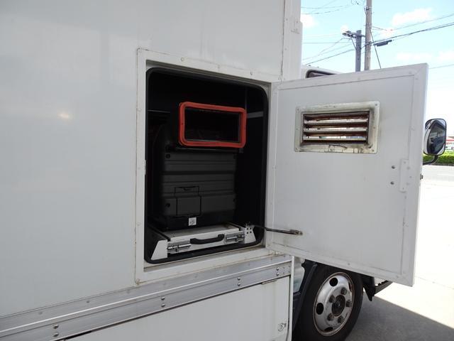 パネルバン フルタイム4WD 積載1,850Kg 1ナンバー AT車 原動機4M50 ディーゼルターボ 左サイドドア リア電動シャッタードア サイドオーニング 換気扇 ホンダガソリン発電機(26枚目)