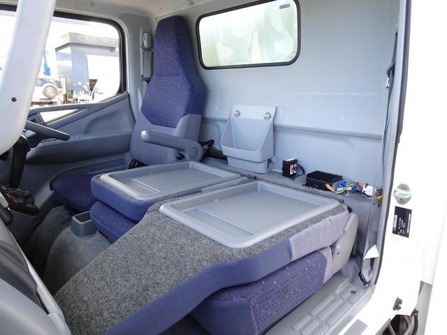 パネルバン フルタイム4WD 積載1,850Kg 1ナンバー AT車 原動機4M50 ディーゼルターボ 左サイドドア リア電動シャッタードア サイドオーニング 換気扇 ホンダガソリン発電機(46枚目)