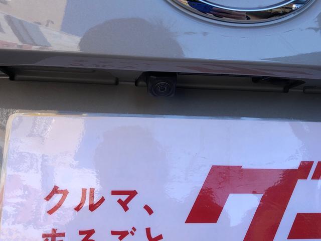後退時に車両の後ろ側をモニター画面表示で後方確認がとれて安心と安全性がUP。車庫入れなどでもバックする際に後方確認ができますので、車庫入れが苦手な人もこれで安心して車庫入れもできます。
