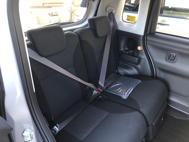 大変便利な電動スライドドア。狭い所での開閉、お子さまの乗り降りもスムーズになります。挟み込み防止機構付で安心です。ドアハンドルからはもちろん、運転席スイッチやリモコンキーからの開閉操作も可能です。