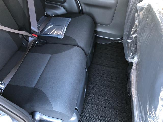 後席シートもゆったり快適に座っていただけますので、後部座席にお乗りの方も長距離移動などでも広々で快適にお乗りできます。もちろんチャイルドシートの取り付けにも対応してます。