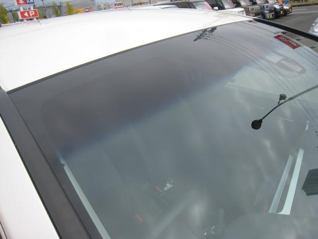 平成27年の一部改良後モデルの「Lパッケージ」ですので、「コンフォートビューパッケージ付」で、熱線入り&トップシェイドのIRカット〈遮熱〉/UVカット機能付フロントガラス!