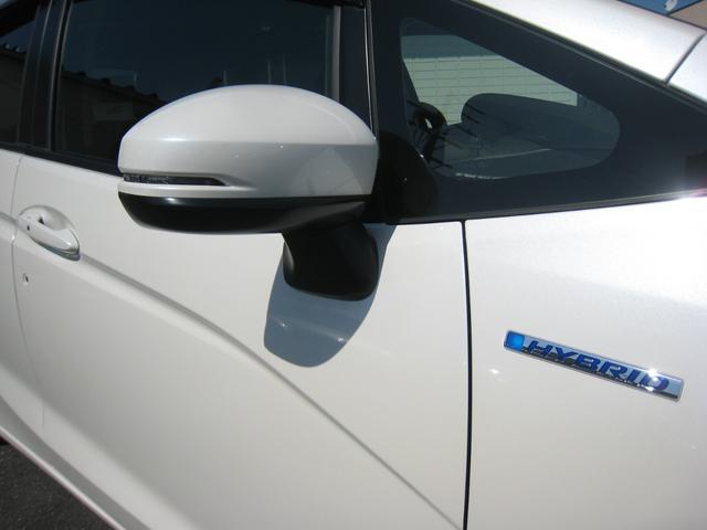 平成27年の一部改良後モデルの「Lパッケージ」ですので、「コンフォートビューパッケージ」付で、親水/ヒーテッド&オートリトラクタブルドアミラー!LEDドアミラーウインカー!「HYBRID」エンブレム!