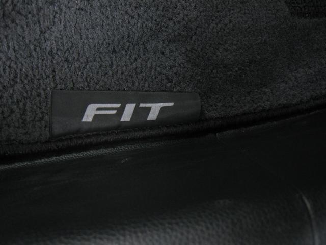 「FIT」ネームタグ付純正フロアマット!