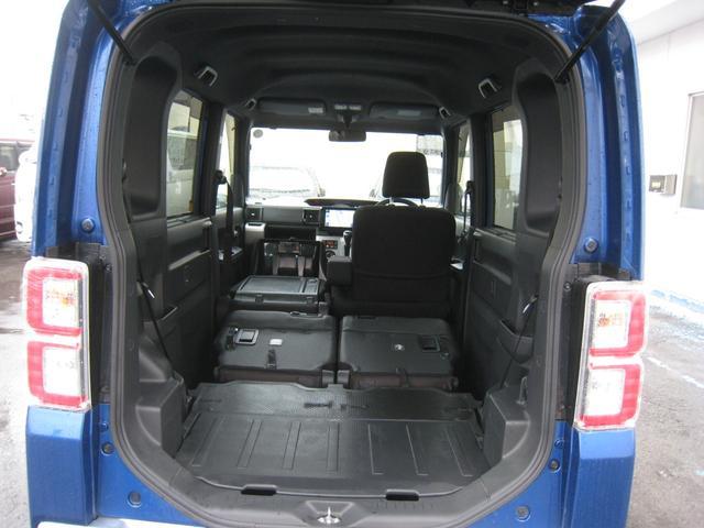 軽とは思えない広い室内!通常のスーパーハイト軽ワゴンより更に背が高い!リヤシートは前に格納しフラットで広いカーゴスペースに!助手席も前にたためて左側には長い荷物も積めます!助手席シートバックテーブル!