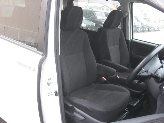 上級グレード「ハイブリッド V」ですので運転席&助手席2段階温度設定シートヒーター付&革巻ステアリング!両席アームレスト!運転席高さ調整機能付!禁煙車!きれいです!