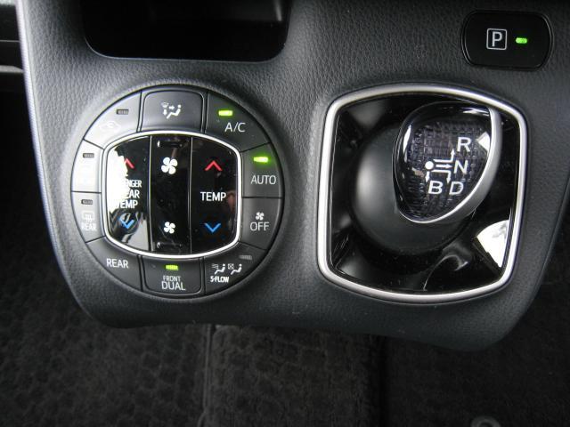 トヨタのハイブリッド車用のシフトノブ!左右個別温度設定可能なデュアルオートエアコン!
