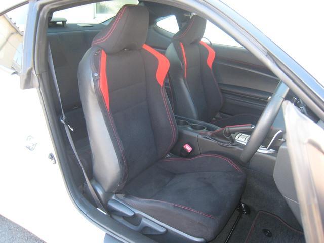 「GT」ですので、レッドステッチ&アクセント入りブラックシート!走行少ない!禁煙車!きれいです!