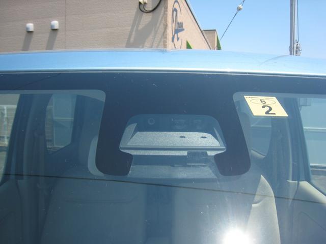 「スズキセーフティパッケージ装着車」ですので、デュアルセンサーブレーキサポートのデュアルセンサーがフロントガラスに!