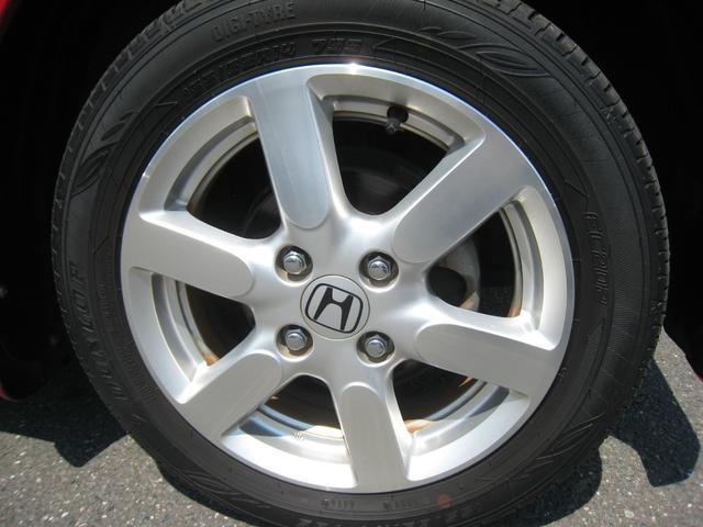「プレミアム」ですので、純正14インチアルミホイール!ダンロップのタイヤの残り溝は充分!
