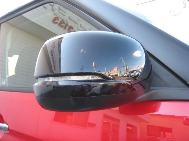 新車時に税抜き55,000円の追加オプションの「ツートンカラースタイル」ですので、ブラックのドアミラー!「プレミアム」ですので、LEDドアミラーウインカー!