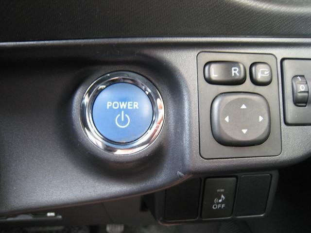 エンジンスタートプッシュボタン!スマートキーを持っていればワンプッシュでエンジンかかります!トヨタのハイブリッド車の特徴のブルー!