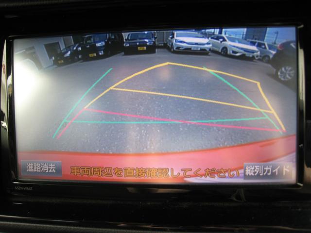 純正追加オプションの、ステアリング連動ガイドライン入りバックモニター!縦列駐車ガイドも付いております!