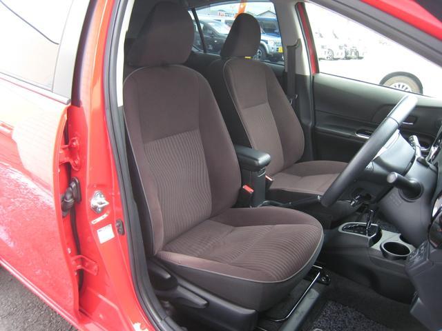 上級グレードの「G」ですので、ブラウンシート&革巻ステアリング!運転席高さ調整機能!センターコンソールボックス!きれい!