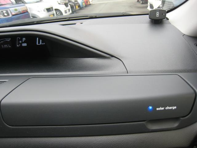純正追加オプションの、ソーラーパネル付インパネアッパーボックス!純正追加オプションのコーナーセンサー!