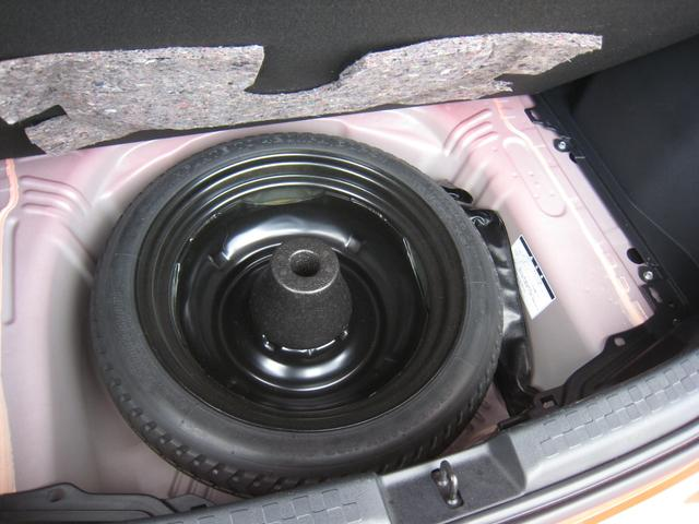 最近の車では新車時メーカーオプションのスペアタイヤ付!いざという時はパンク修理キットよりも心強いです!