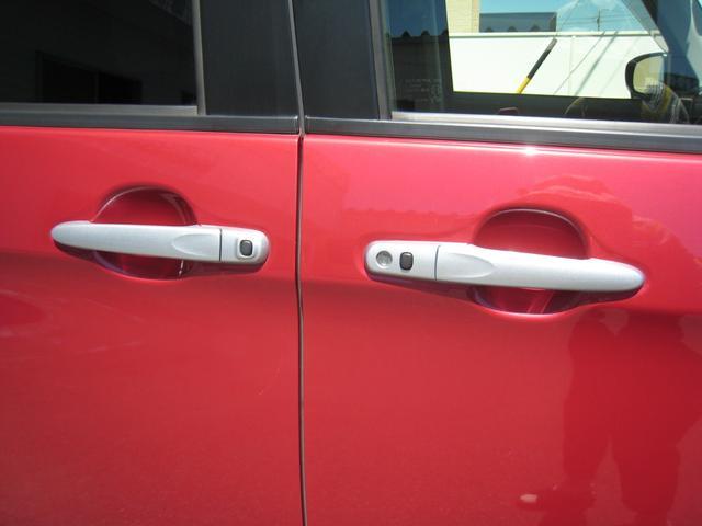 艶消シルバードアノブ!スマートキーを持っていれば(差し込まなくても)ワンタッチで、ドアのロック&アンロックができ、ワンタッチでパワー(電動)スライドドアの開閉もできます!