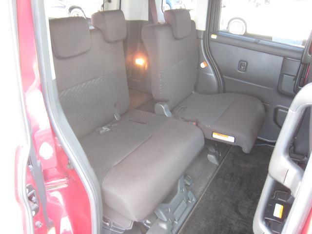 リヤシートは左右個別に前後にスライド致します!ブラックシート!禁煙車!きれいです!