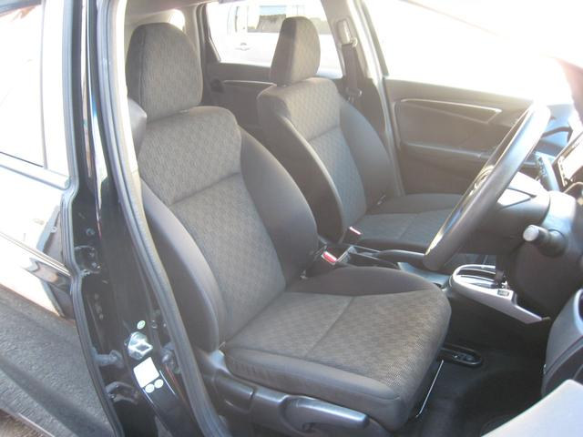 フロントシート!「Fパッケージ」ですので運転席高さ調整機能付!内装は汚れが目立ちにくい人気のブラック!禁煙車!きれいです!