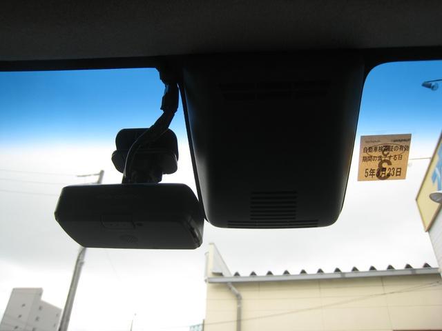 ナビ連動のケンウッド・ドライブレコーダー!衝突被害軽減システムSAIIのカメラがフロントガラスに!SAII=対車両衝突回避支援ブレーキ&衝突警報&車線逸脱警報&先行車発進通知&「前後」誤発進抑制!