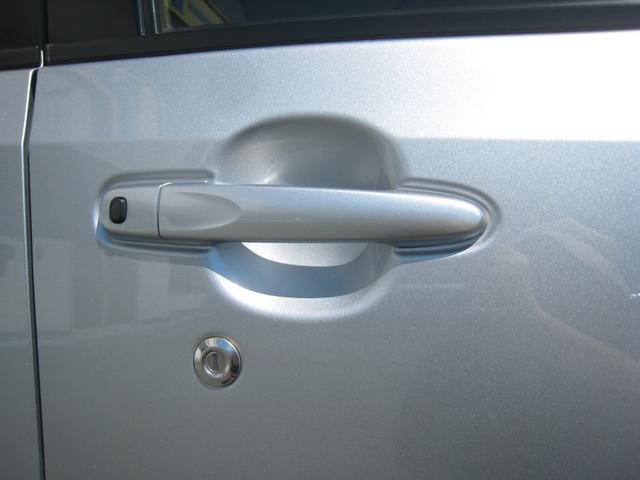 スマートキーを持っていれば(差し込まなくても)ワンタッチでドアのロック&アンロックができます!