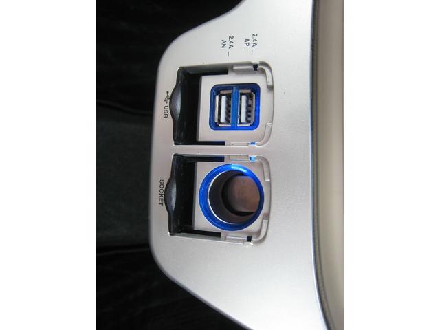 充電用USB端子2個!12V120W電源ソケット!