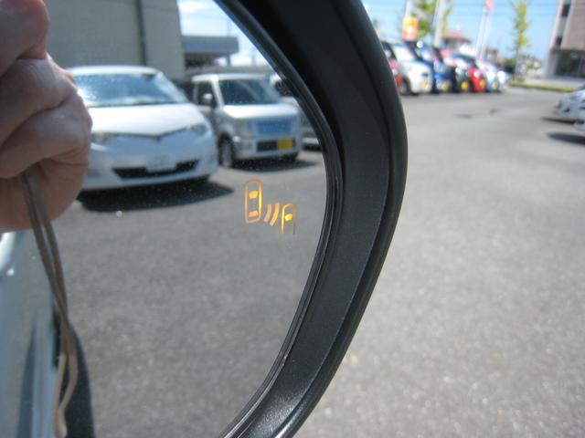 上級グレードの「A]ですので、トヨタセーフティーセンス-P(TSS-P)のブラインドスポットモニター(BSM)のLED警告灯がドアミラーに!ヒーテッド&ドアロック連動オートリトラクタブルドアミラー!