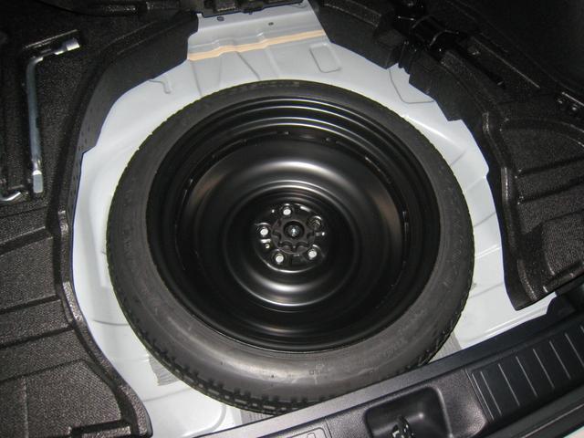 最近の車では新車時メーカーオプションのスペアタイヤ付!いざという時にパンク修理キットより頼りになります!